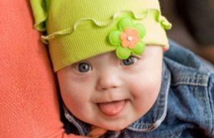 Малыш с зеленой шапочкой